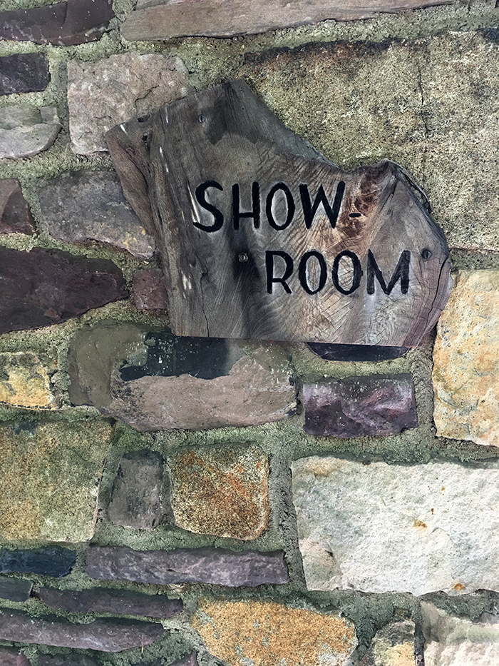 Showroom 700